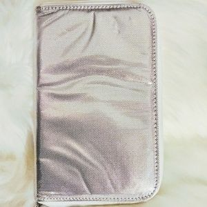 👝NWOT, Silver Smashbox Cosmetic Case